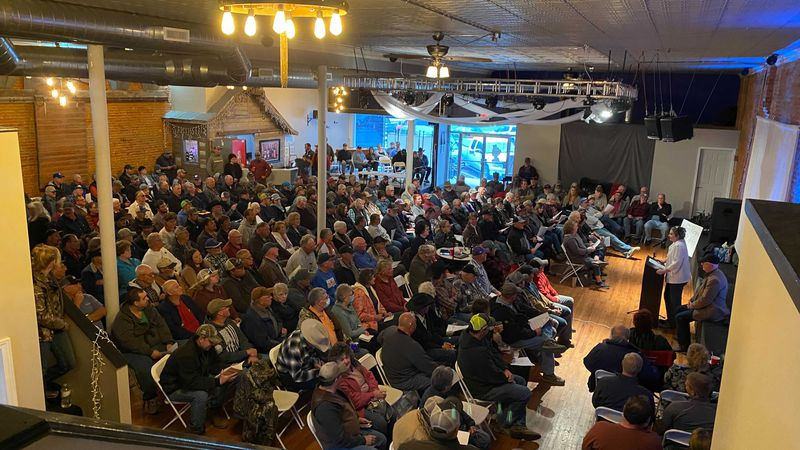 A crowd of more than 300 people gathered in Norton Thursday night, concerned about private land...