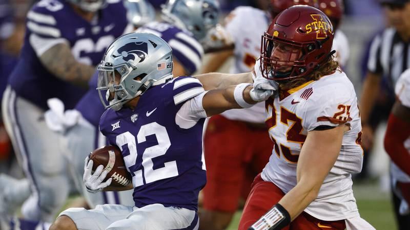 Kansas State running back Deuce Vaughn (22) attempts to get past Iowa State linebacker Mike...