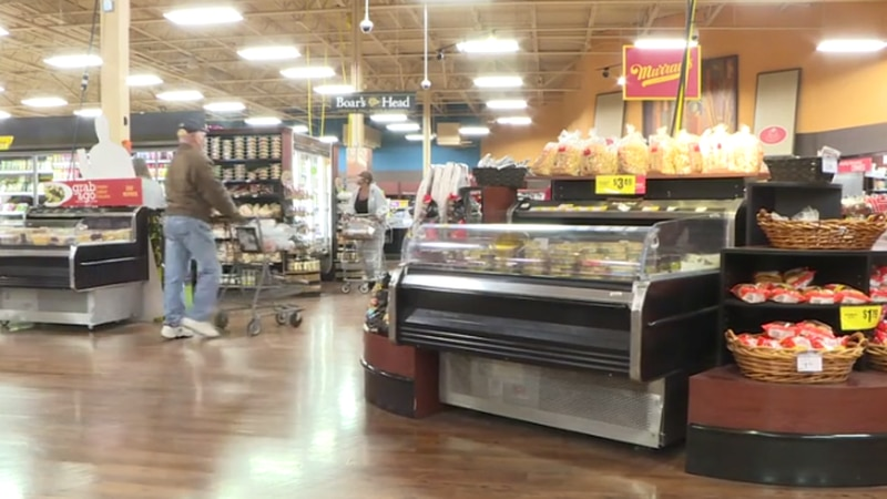 Dillons and kroger recommend masks to shoppers