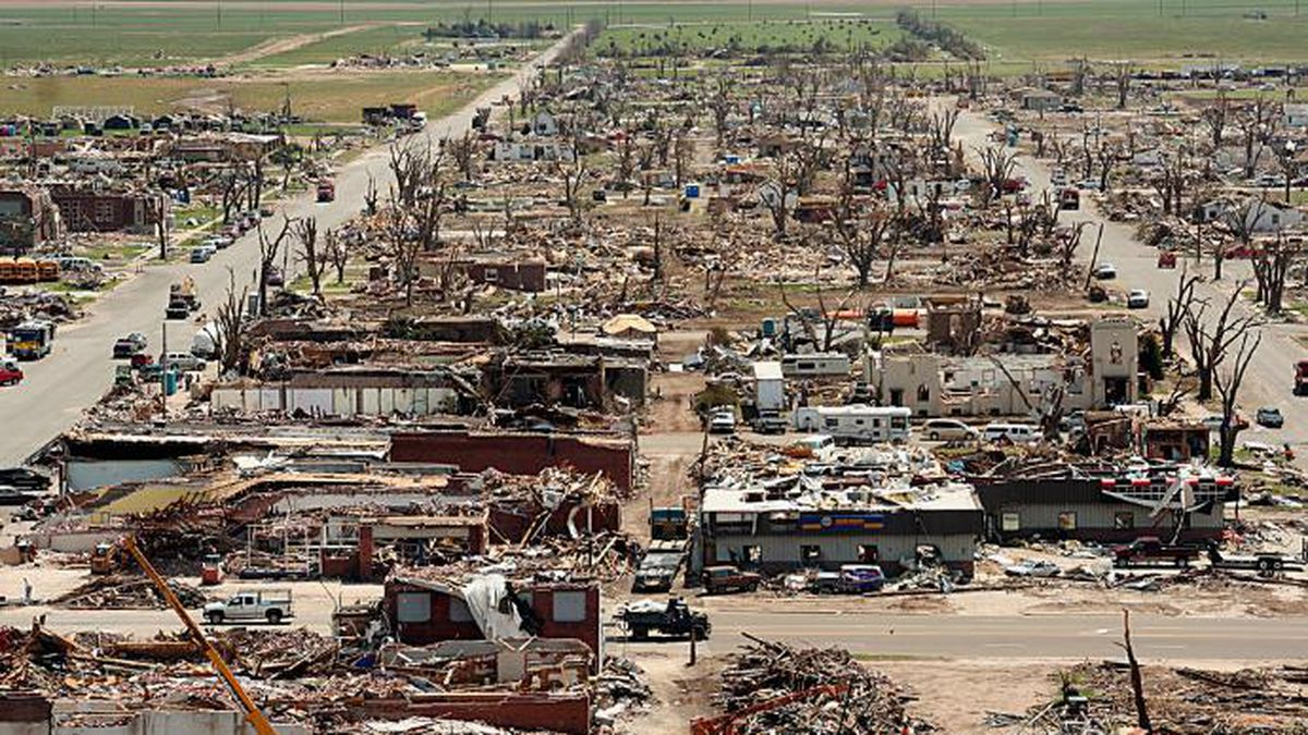 Greensburg, KS May 16, 2007 - The center of town resembles a bomb site twelve days after it was hit by an F5 tornado. Cleanup and reconstruction will take years. Photo by Greg Henshall / FEMA