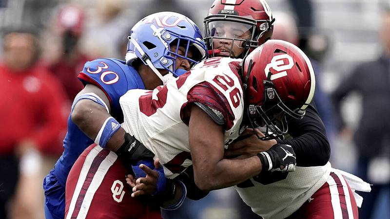 Oklahoma running back Kennedy Brooks (26) hands the ball off to quarterback Caleb Williams,...