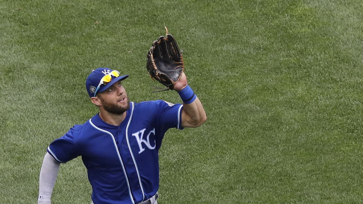 Kansas City Royals left fielder Alex Gordon catches a fly ball by Chicago White Sox's Daniel...
