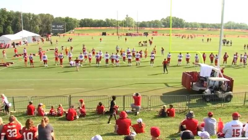 The Kansas City Chiefs held their first full team practice at training camp on Wednesday at...