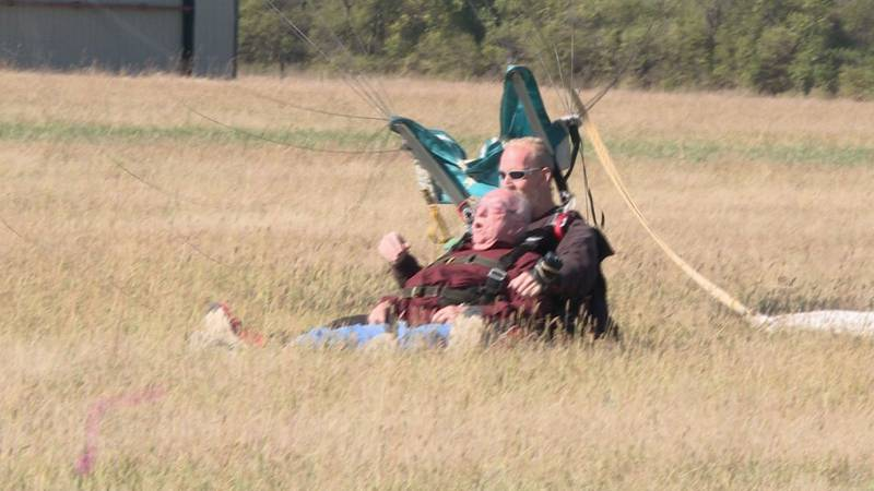 Korean War vet parachuted for the first time in 67 years