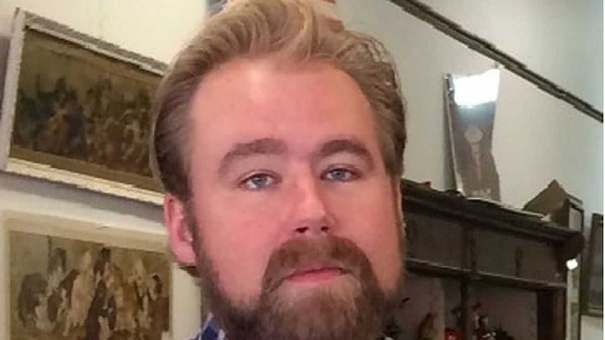 Wichita police is asking for the public's help to locate 32-year-old Spencer Hewitt of Wichita.