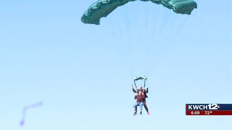 Korean War vet parachuting